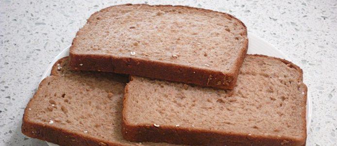多吃糙米、全麥麵包和豆類