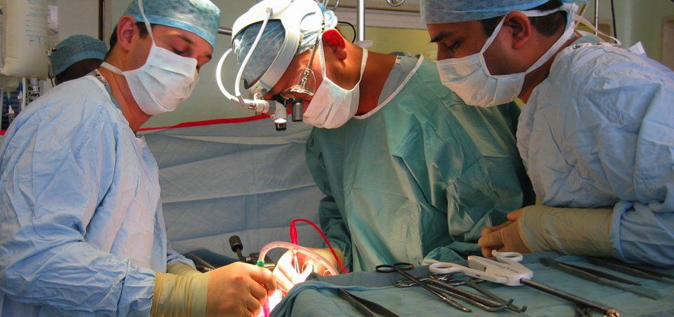 攝護腺/前列腺癌:手術分為傳統手術及微創手術,兩者療效相當,但手術後遺症有所不同
