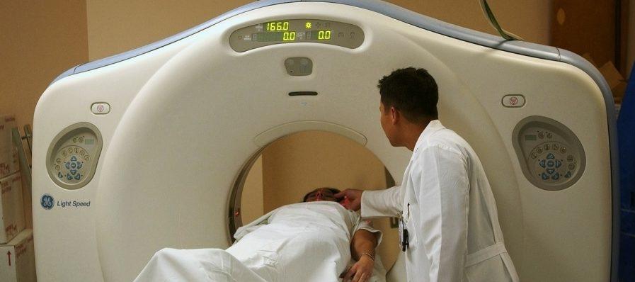 為症患者進行超音波檢查或電腦斷層掃描(CT),測量腫瘤大小變化
